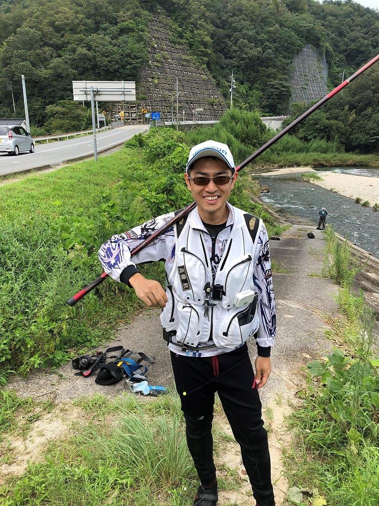 撮影で訪れた、かめや釣具店の高橋さん